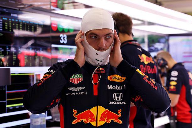 Max Verstappen ei ollut mielissään Valtteri Bottaksen linjavalinnoista.