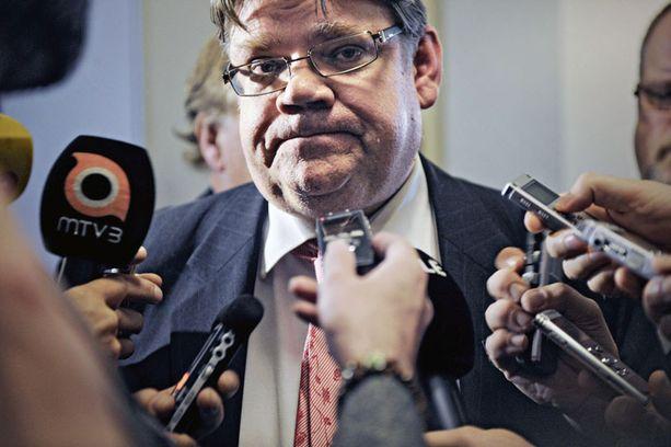 LOUKKAANTUNUT Timo Soini sanoo, ettei perussuomalaisten äänestäminen tee ihmisestä rasistia.