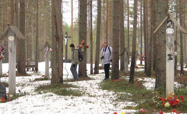 Karjalassa sijaitsevalla Sandarmohin muistohautausmaalla on yli 800 suomalaisen viimeinen leposija.