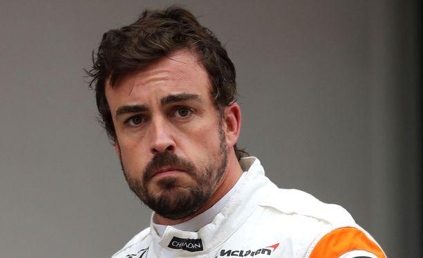 Fernando Alonso koki absurdeja hetkiä Kiinassa.