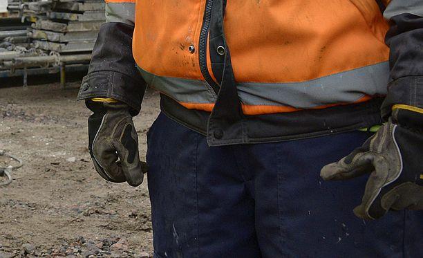 Työmies painoi kadonneen tuntomerkit mieleensä ja löysi pikkupojan kalliolta. Kuvituskuva.