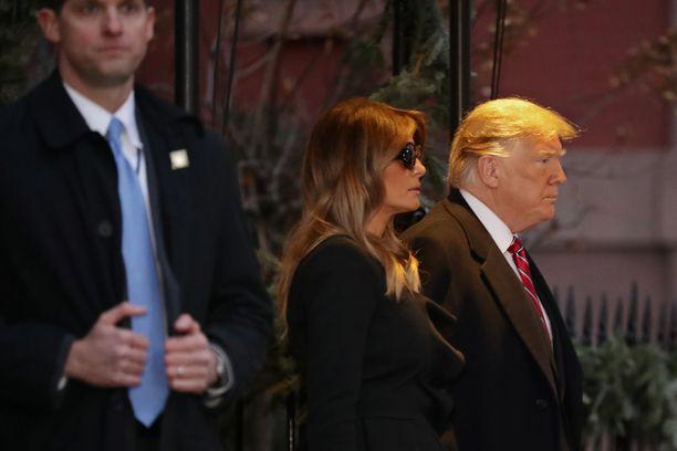 Presidentti Donald Trumpin lähipiiri on myöntänyt oikeudelle useita valheita. Trump vaimoineen osallistuu tällä viikolla presidentti Bushin muistotilaisuuksiin.