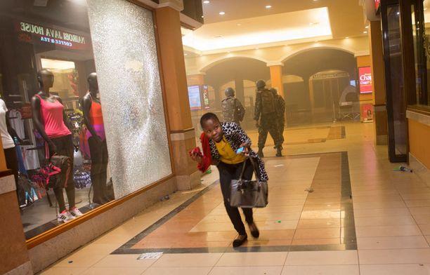 Kymmeniä ihmisiä on kuollut ja lähes 200 loukkaantunut terroristien hyökkäyksessä nairobilaiseen ostoskeskukseen.