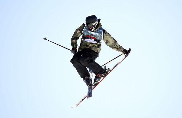 Fabian Bösch on yksi voittajasuosikeista freestylehiihdon slopestylessä, jos ei telo itseään ennen kisaa.