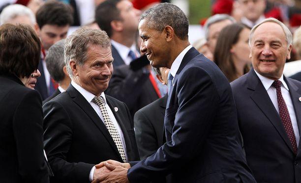 Kuvassa Sauli Niinistö kättelee Barack Obamaa kesäkuussa 2014 Varsovassa.