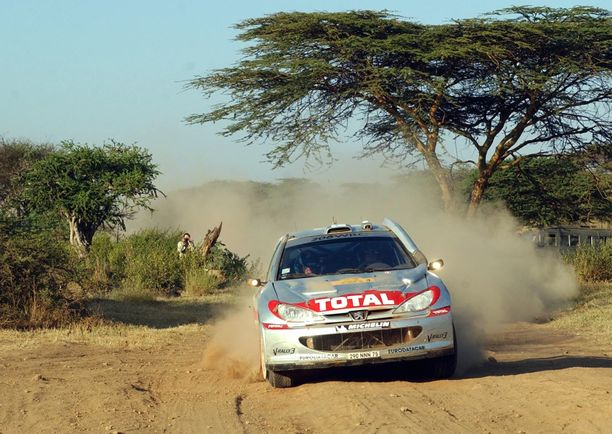 Harri Rovanperä ajoi Keniassa kakkoseksi 2001 ja 2002. Kuva on jälkimmäiseltä vuodelta, jolloin Safari-ralli viimeksi oli MM-sarjassa ennen tätä vuotta.