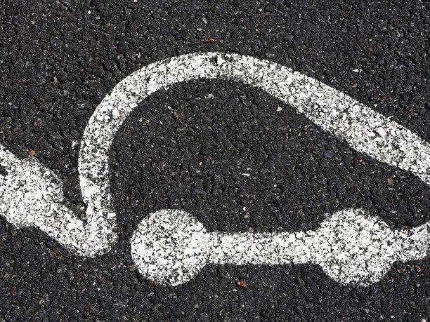 Kannattaako? Sähköauto on monia muita autoja ympäristöystävällisempi, mutta kannattaako sitäkään omistaa?