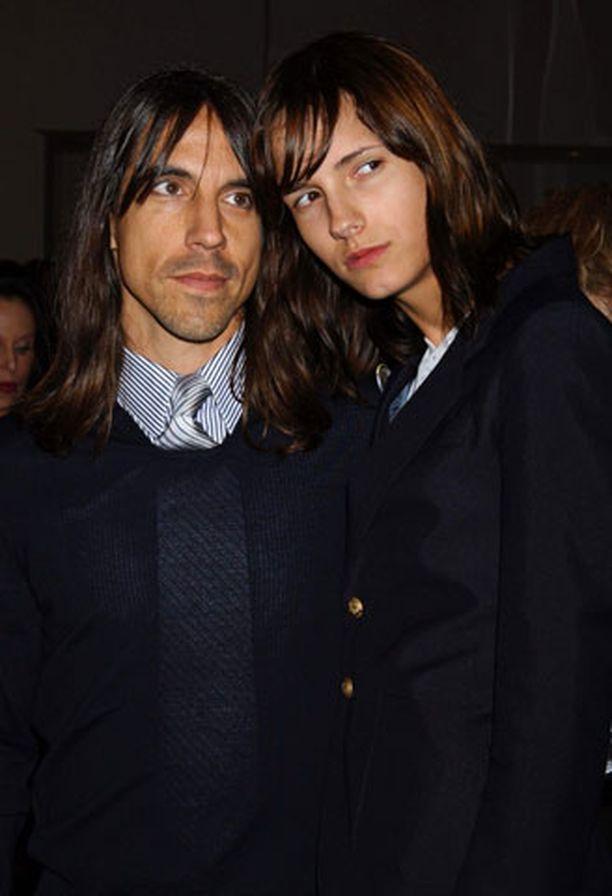 Anthony Kiedis ja Heather Christie saivat pojan.