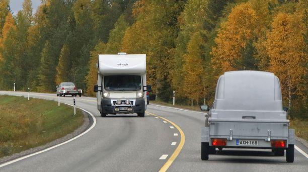 Sekä matkailuautojen että ns. kevytperäkärryjen nopeudet nousevat.