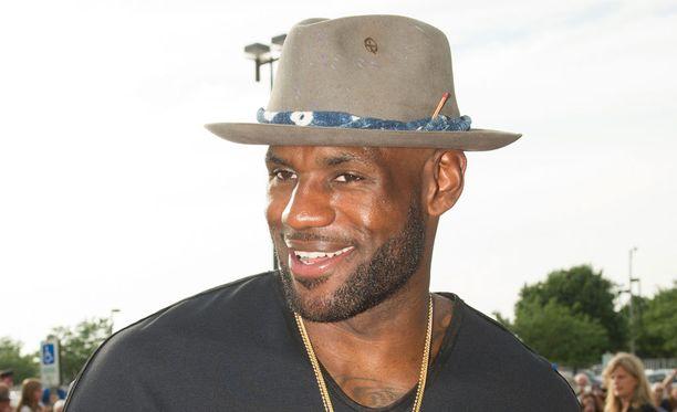 LeBron Jamesin heittokäsi on kuuma - kesälläkin.