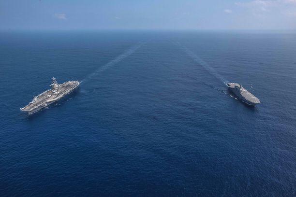 Tyynellämerellä on useita aluevesikiistoja. Kuvassa USA:n ja Japanin laivastoa.