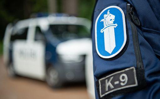 Poliisioperaatio Ivalossa: Keski-ikäiseltä mieheltä löytyi runsaasti sodanaikaisia aseita ja räjähteitä
