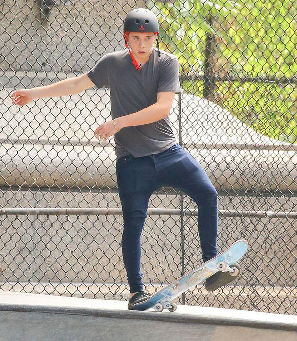 Brooklyn Beckham skeittaili viime viikolla New Yorkissa.