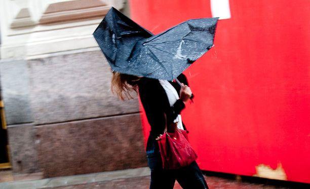 Alkavalla viikolla tarvitaan joka päivä sateenvarjoja ainakin jossain päin maata.