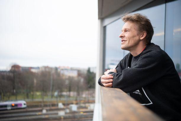 Toni Nieminen on nyt laillistettu kiinteistönvälittäjä.