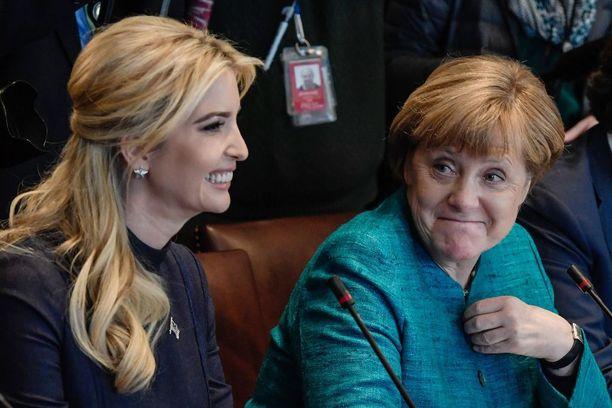 Parhaiten Angela Merkel näytti kuvien perusteella tulevan toimeen presidentti Trumpin tyttären, Ivanka Trumpin kanssa.