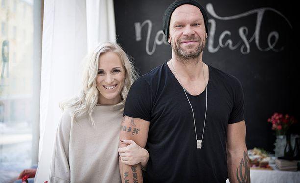 Nanna ja Jere Karalahti perustavat yhdessä liikuntapäiväkotia Keravalle. Pariskunnan Jax-poika tulee aloittamaan kyseisessä hoitopaikassa syksyllä.