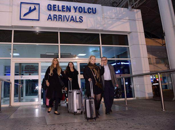 Finalistien Turkin-matka ei osunut parhaimpaan ajankohtaan. Maata vaivaa laaja sähkökatkos, jonka syy ei ole selvillä.
