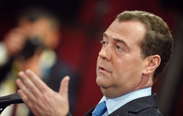 Venäjän pääministeri Dmitri Medvedev pitää maan saamaa rangaistusta Venäjän vastaisena hysteriana.