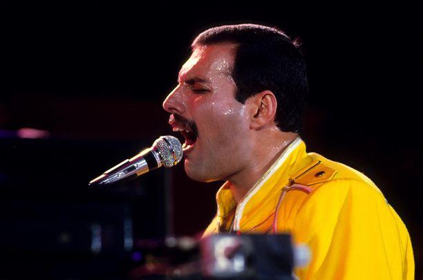 Freddie Mercury oli Queenin karismaattinen solisti. Kuva on vuodelta 1986.