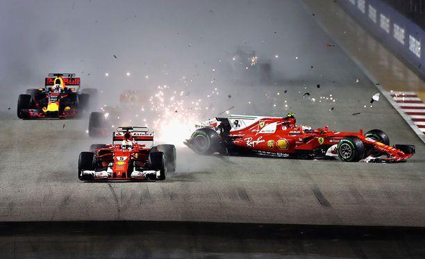 Tähän hetkeen saattoivat tuhoutua Sebastian Vettelin MM-haaveet.