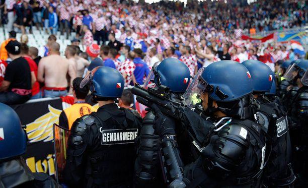 Poliisit saivat häiriköt nopeasti kuriin.