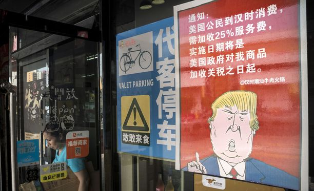 Kuva Kiinan Guangzhoussa sijaitsevasta ravintolasta, joka sanoo amerikkalaisten kävijöiden joutuvan maksamaan 25 prosenttia enemmän kuin muiden.
