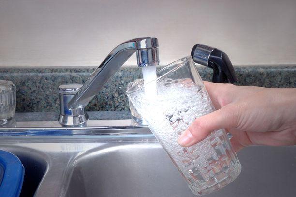 Tutkimuksessa havaittiin, että kiinteistöjen vesijohdoista ja -kalusteista liukeni seisoneeseen veteen merkitsevästi kuparia, lyijyä, nikkeliä ja sinkkiä.
