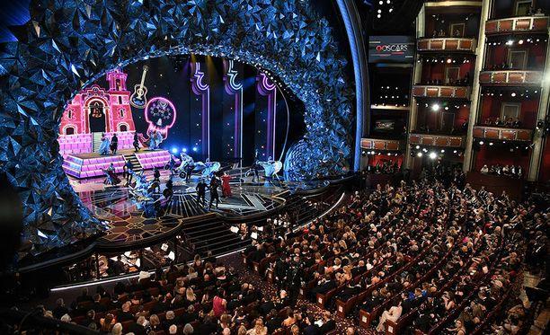 Lukuisat tähdet ovat jakaneet päivityksiä Oscar-gaalasta.