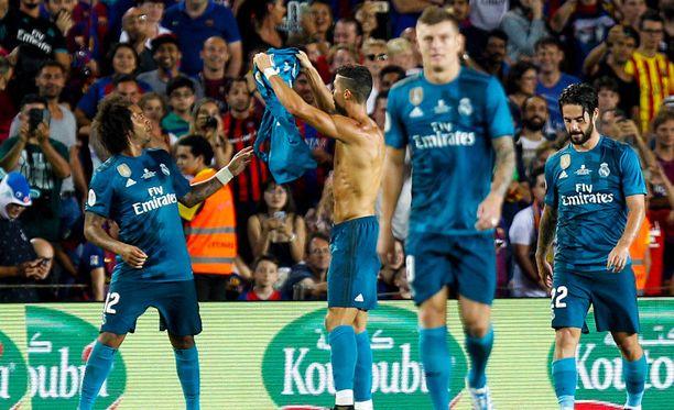 Ronaldo juhli maaliaan ottamalla paidan pois, mistä seuraa aina varoitus.