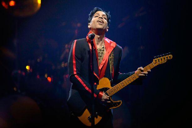 Princen ex-rakkaisiin lukeutuvat muiden muassa näyttelijät Kim Basinger ja Carmen Electra sekä laulaja Madonna.