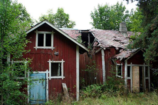 Autio maalaistalo on romahtamassa kasaan.