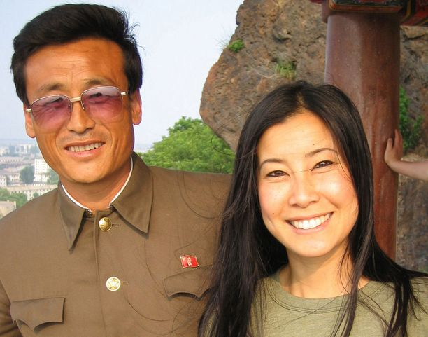 Lisa Lingillä on koko ajan seuranaan valtion virkamies, joka määrää mitä ja missä saa virallisesti kuvata.