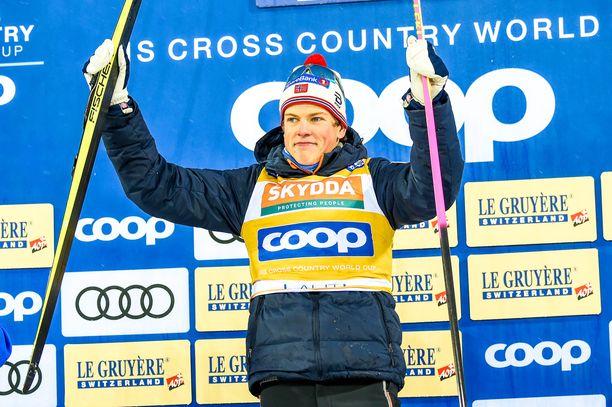 Johannes Hösflot Kläbo vei Salppurin sprintin näytöstyyliin.