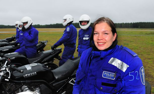 Taru Niemelä teki historiaa olemalla ensimmäinen naispuolinen moottoripyöräpoliisi Suomessa.