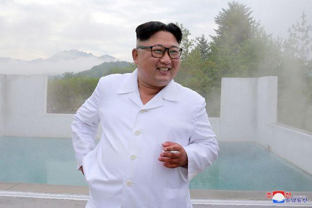 Kim Jong-un Pohjois-Korean valtiollisen uutistoimiston KCNA:n elokuussa julkaisemassa kuvassa.