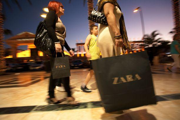 Shoppailu onnistuu myös Play de las Americasissa.