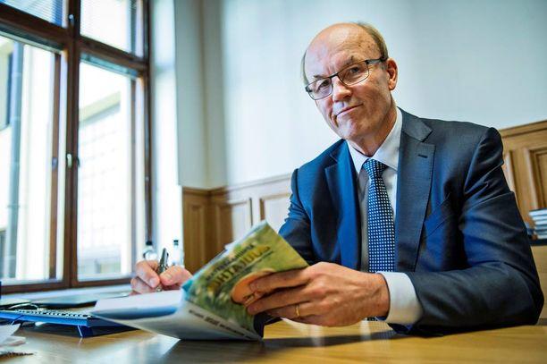 Matti Alahuhta pyysi suomalaisia yritysjohtajia kirjeellä alentamaan palkkojaan tai lahjoittamaan tulojaan.