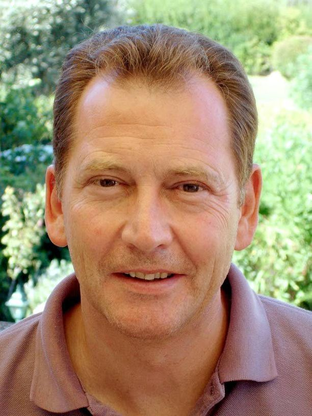 Euroopan liberaalidemokraattien liiton (Alde) entinen puheenjohtaja Sir Graham Watson vertasi ulkoministeri Timo Soinia (ps) Draculaan.