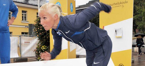 Hanna-Maria Seppälä osallistuu Suomi-Ruotsi-maaottelun 100 metrin juoksuun perjantaina kello 18.45 alkaen.