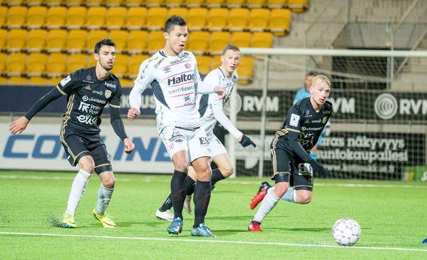 FC Lahti yllätti SJK:n venymällä Seinäjoella tasapeliin.