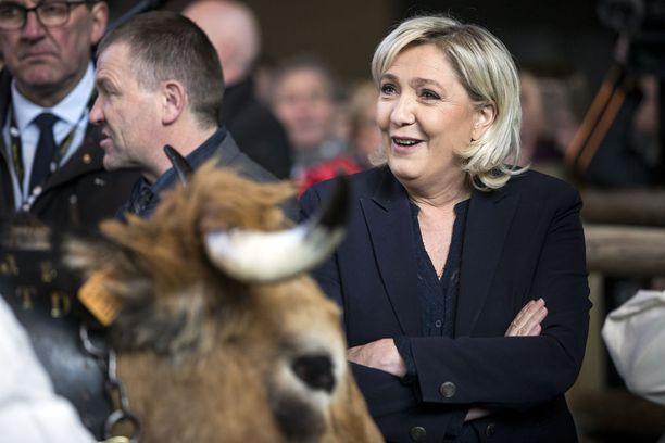 Marine Le Pen jatkaa puolueensa johdossa.