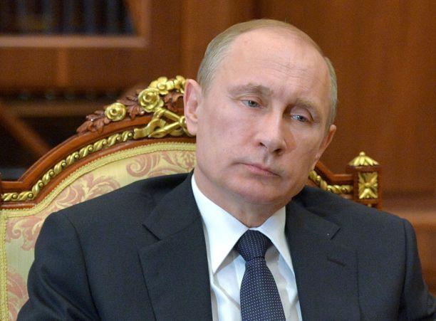Putinin kannattaisi asiantuntijan mukaan ennemmin esiintyä vaikka sairaalavuoteelta, kuin pysyä piilossa.