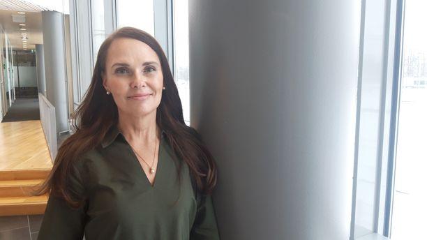 Sari Roos työskenteli vapaaehtoisena joukkorokotuspisteellä, kun hän alkoi kehitellä tekniikkaa.