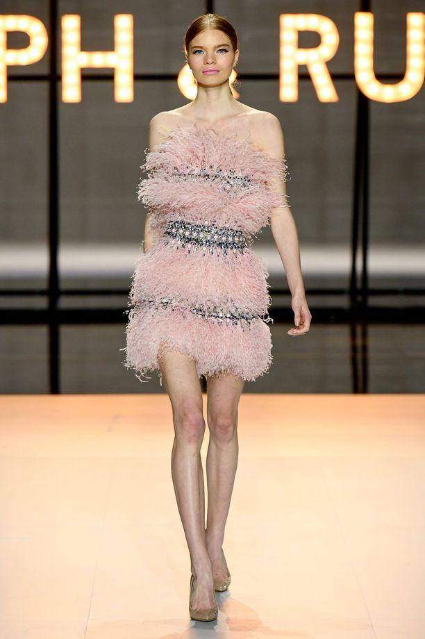 Näin mekko hurmasi tähden catwalkilla.