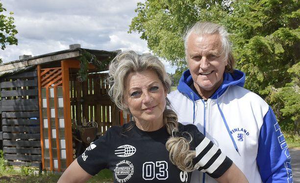 Kike Elomaa kehuu Kimmo-miestään maailman parhaaksi valmentajaksi.