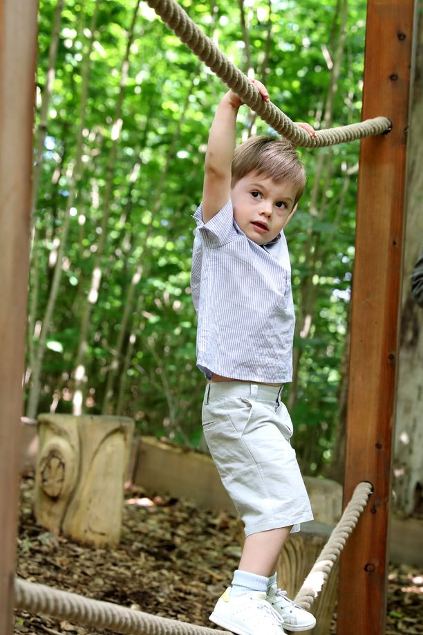 Prinssi Oscarin temppuilunäyte viime kesältä.