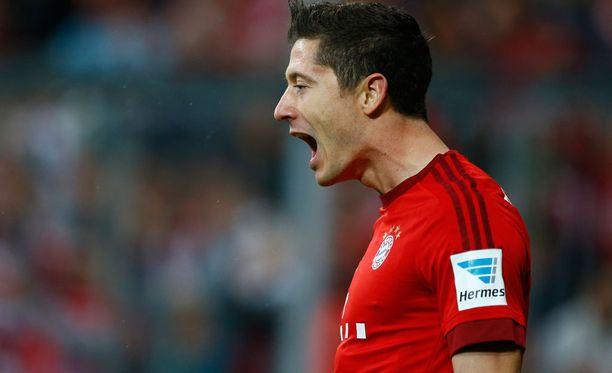 Bayern Münchenin Robert Lewandowski ampui eilen yhdeksässä minuutissa viisi maalia Wolfsburgin verkkoon.