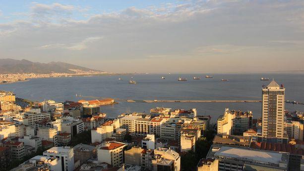 Izmir on tärkeä satamakaupunki.