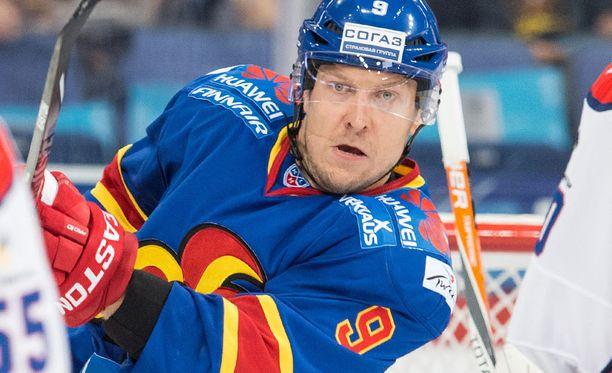 Niklas Hagman loukkaantui Sibir-ottelussa.
